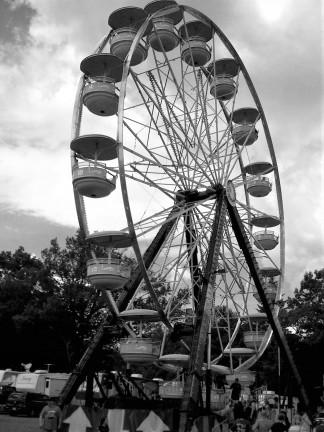Ferris Wheel bw